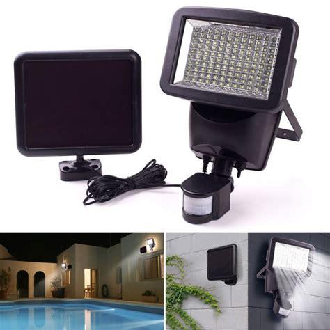 projecteur led avec détecteur de mouvement projecteur solaire 120 led avec d 233 tecteur de mouvement eclairage e