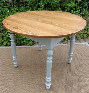 Table Cuisine Blanche : table ronde blanche et bois grande table ronde salle manger maisonjoffrois ~ Teatrodelosmanantiales.com Idées de Décoration