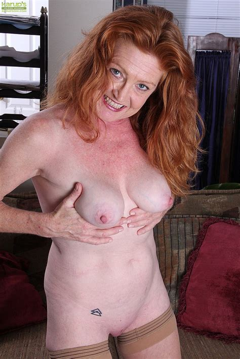 Redhead Mature Veronica Smith Toy Fuck Her Pink / MILF Fox