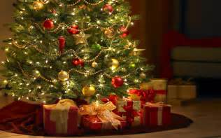 free beautiful christmas tree with gifts computer desktop wallpaper