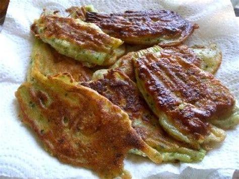 cuisiner les fleurs de courgette recette des beignets de fleurs de courgette