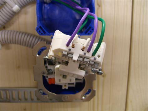 Le Anschliessen So Funktionierts by Lichtschalter Anschliessen 4 Kabel