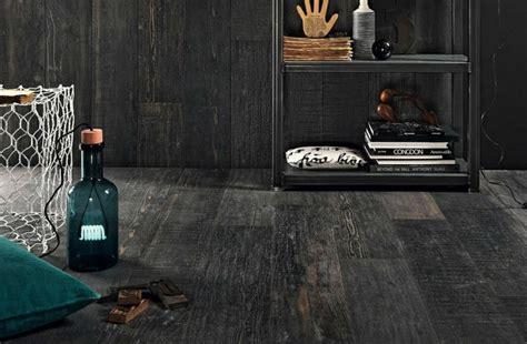carrelage imitation parquet noir parquet peint en noir architecture design sncast