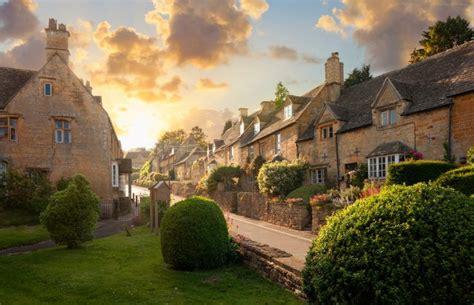 towns villages  visit   cotswolds england