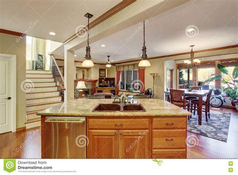 kitchen and living room open floor plans plan des ge 246 ffneten fu 223 bodens ansicht k 252 cheninsel mit 9641