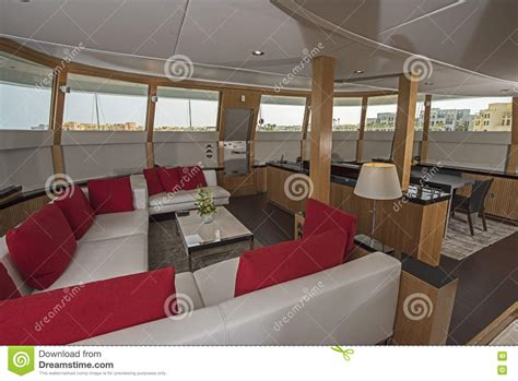 photo interieur yacht de luxe int 233 rieur de grand secteur de salon de yacht de luxe de moteur photo stock image 70755448