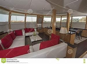 Yacht De Luxe Interieur : int rieur de grand secteur de salon de yacht de luxe de moteur photo stock image 70755448 ~ Dallasstarsshop.com Idées de Décoration