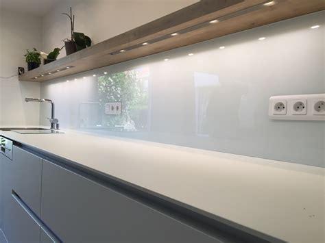 cuisine verre crédence de cuisine en verre laqué blanc atelier du
