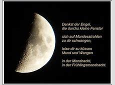 Der Mond ist auf gegangen und wünscht eine gute Nacht Foto