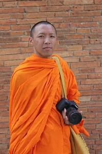 free images man person portrait sitting buddhist With robe moine bouddhiste