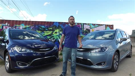 2017 Chrysler Pacifica Vs. 2017 Chrysler Pacifica Hybrid