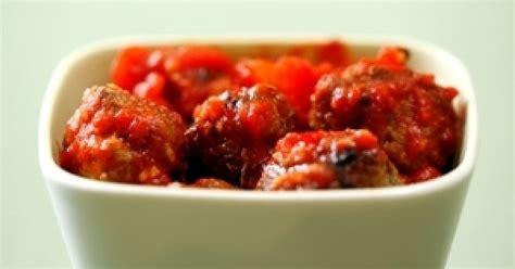 Gaļas bumbiņas tomātu mērcē