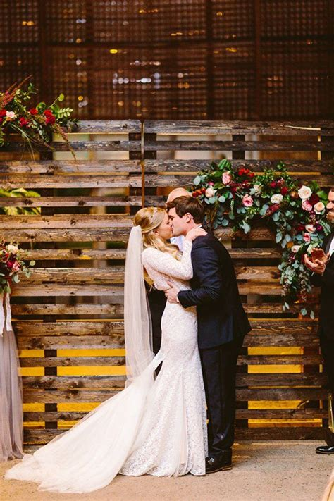 Wedding Ceremony Backdrops with Wooden Pallets Pallet