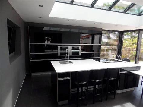 veranda cuisine photo une cuisine dans la véranda pour plus de lumière le
