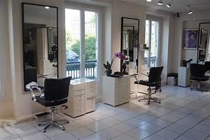 Mobilier Salon De Coiffure : mobilier coiffure essentiel pour votre salon de coiffure ~ Teatrodelosmanantiales.com Idées de Décoration