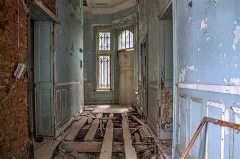 miranda castle foreboding abandoned mansion