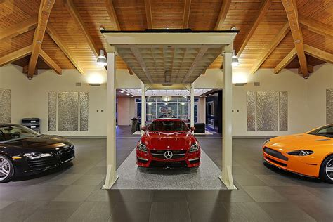 Car Lovers, This Is Your Dream House