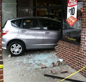 Car crashes into Arlington Pizza Hut | WTOP