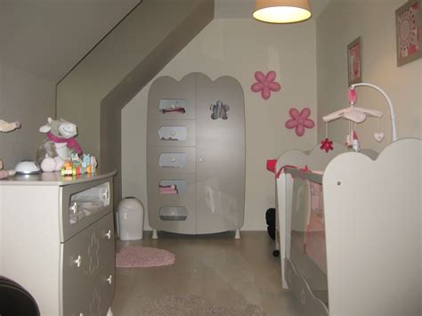 idee deco chambre bebe taupe et blanc