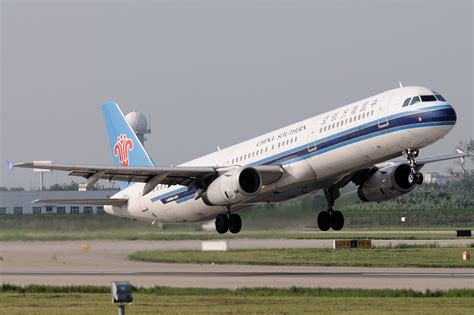 File:China Southern Airlines Airbus A321 Gu-1.jpg - Wikimedia Commons