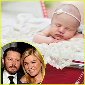 Kelly Clarkson Shares First Photo of Baby Girl River Rose!