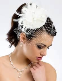 bibi mariage lune de miel coiffe peigne ceremonie coiffure mariee chignon mariage bibi chapeau retro