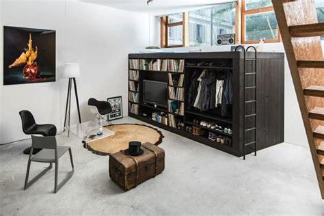 Minimalistische Einrichtung Des Kinderzimmerskinderzimmer Einrichtung Mit Hochbett by Hochbett Mit Integrierter Wohnwand Und Kleiderschrank