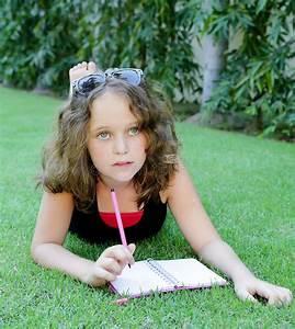 Schönes 10 Jähriges Mädchen : m dchen 12 jahre schreiben in ein notizbuch stockbild bild von gesundheit aufmerksamkeit ~ Yasmunasinghe.com Haus und Dekorationen