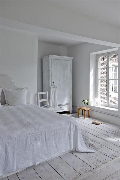 bedroom completely white interiors  color