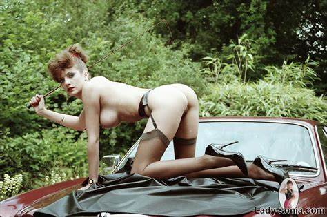 Unfaithful Uk Mommiesmommie Gill Elli Tasty Mistress Mounting A Jaguar In Her Cutie Gartered