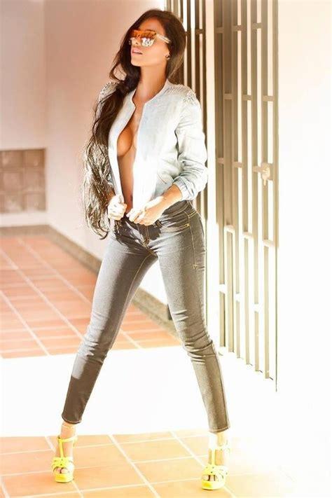 brunette wearing tight jeans urbasm