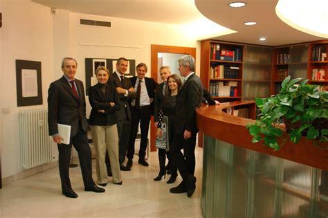 Orari Ufficio by Orari Ufficio