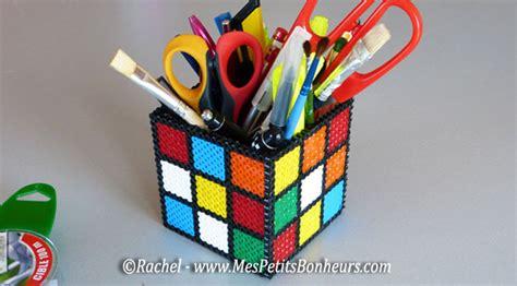 le bureau verte bricolage pot à crayons rubik s cube en perles hama à