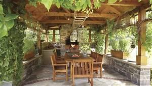des repas devant latre sur la terrasse chez soi With good deco pour jardin exterieur 10 deco cuisine rustique