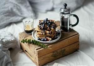 Table Petit Dejeuner Lit : petit d jeuner au lit quels petit d jeuner servir au lit elle table ~ Melissatoandfro.com Idées de Décoration