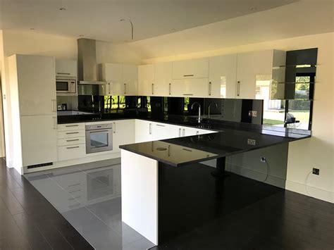 popular types  glass splashbacks  kitchens