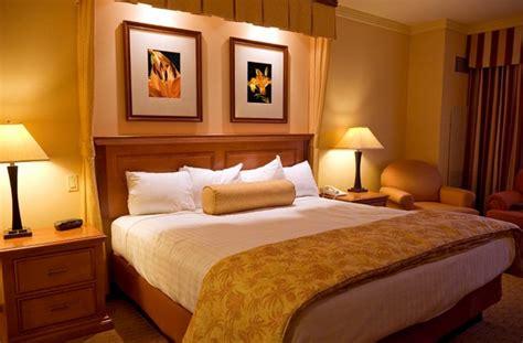 chambre couleurs chaudes chambre à coucher associer couleur et sommeil le