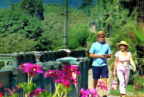 cuisine terroir leroy merlin jardins d arcadie pau pau pi tons centre ville 001