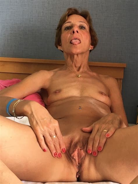 Milfs And Gilfs Showing Off Their Pussy 146 Pics Xhamster