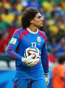 Guillermo Ochoa Photos Photos - Brazil v Mexico: Group A ...