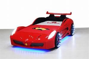 chambre garon voiture dco chambre garon u ides originales With amazing couleur pour bebe garcon 7 le lit voiture pour la chambre de votre enfant