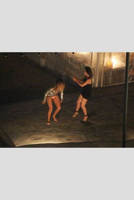 Nicole Scherzinger Huge Upskirt While Out In Mykonos, Greece | celebrity-slips.com