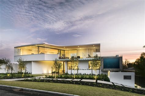 luxury beach house  cantilevered pool