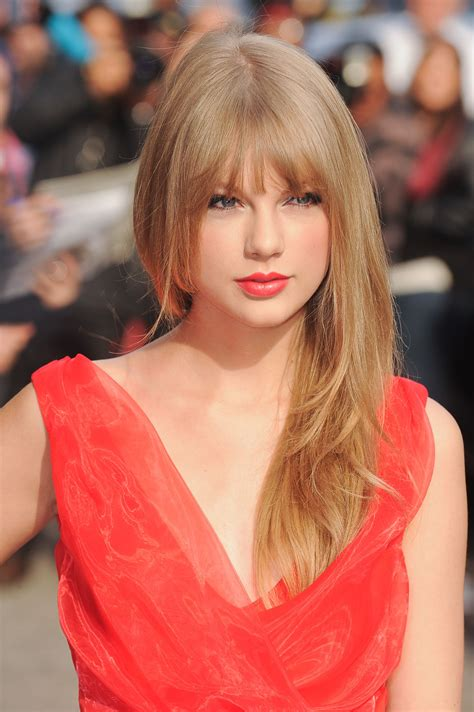 60 Photos Of Taylor Swift's Complete Beauty Evolution ...
