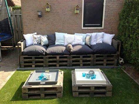 faire canapé faire un canape en palette pour le salon de jardin