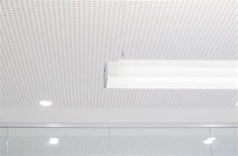 controsoffitto radiante sistemi radianti a soffitto per gli uffici tecnica e casi
