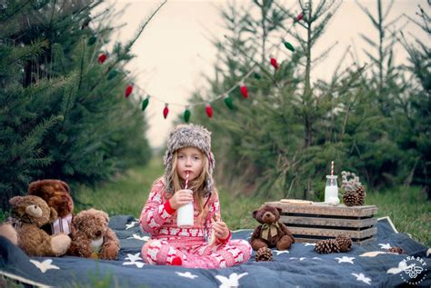 kids holiday portrait pictures on a christmas tree farm in