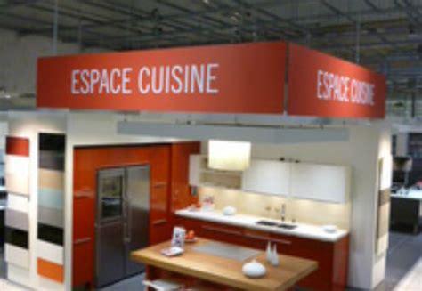 marché de la cuisine équipée darty installe ses espaces cuisine chez ses