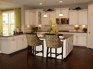 Timeless Kitchen Idea: Antique White Kitchen Cabinets