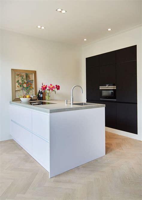 light and kitchen cabinets best 25 white kitchen appliances ideas on 8985